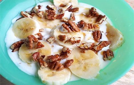 Heerlijk koolhydraatarm ontbijt, honingkwark met amandelen